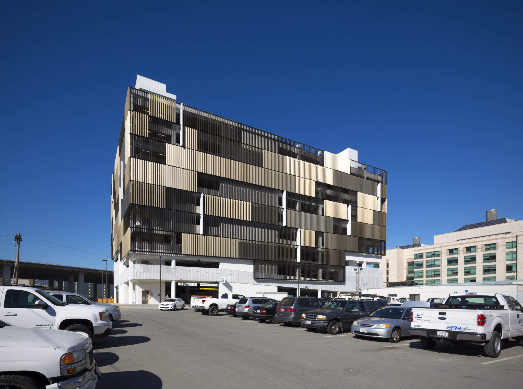 UCSF Medical Center Parking Structure - WRNS Studio